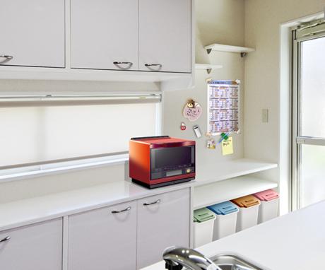 対面は炊飯器や電子レンジなどを置けるコンセント付きの建築白石オリジナルの大容量オーダーメイド収納