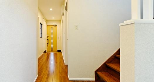 玄関から繋がる廊下はぐるりと回れる導線がとても便利です。