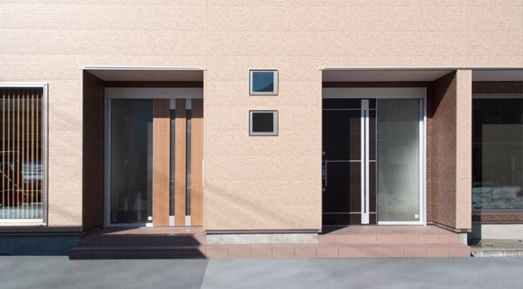 二組の玄関
