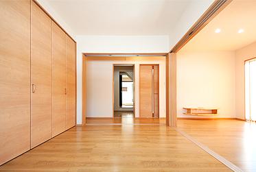 親世帯 リビング洋室、扉を開放すると