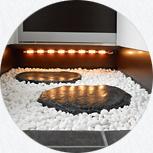 和室へ続く飛石が和風ダイニング店に入ったような雰囲気です。
