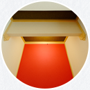 施主様こだわりのどっしり太い床柱や建築白石オリジナルの間接照明など、穏やかな空間となりました。