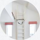 ロフト梯子はスッキリと壁に立てかけられます。