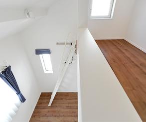 上から見下ろすお部屋は広々と夢のある子供部屋になりました。