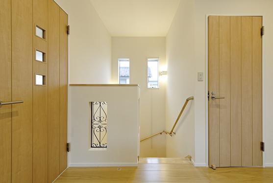明るい二階の廊下