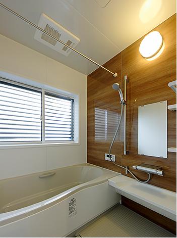 足元が冷ヤッとせず、お湯が冷めにくいお掃除簡単なシステムバス。