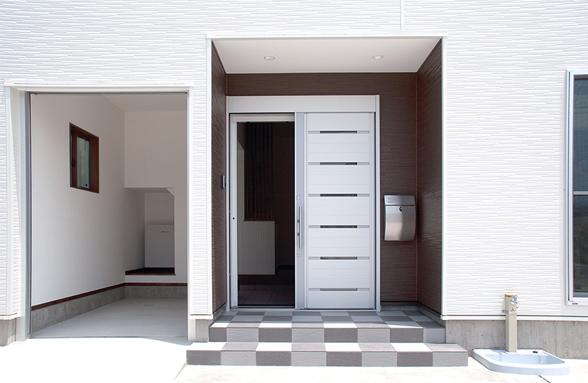 玄関とインナーガレージ