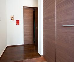 玄関の壁はマグネット壁