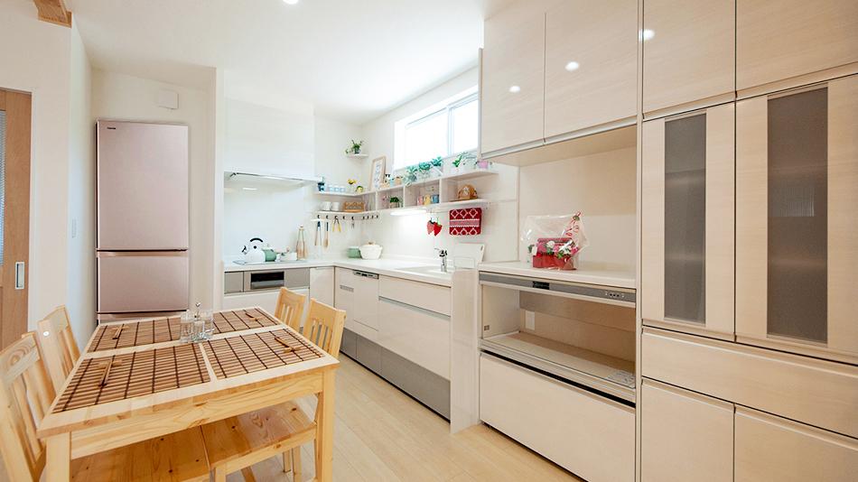フレンチカジュアルな小物が似合うオープンキッチン