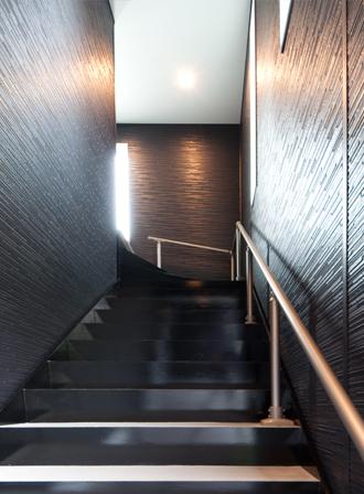 玄関へと続く階段