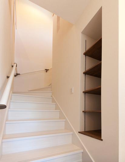 真っ白な階段