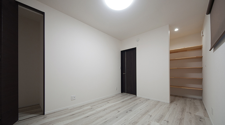 収納つき洋室