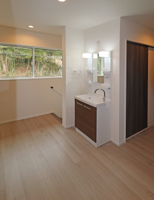 2階ホールと洗面台